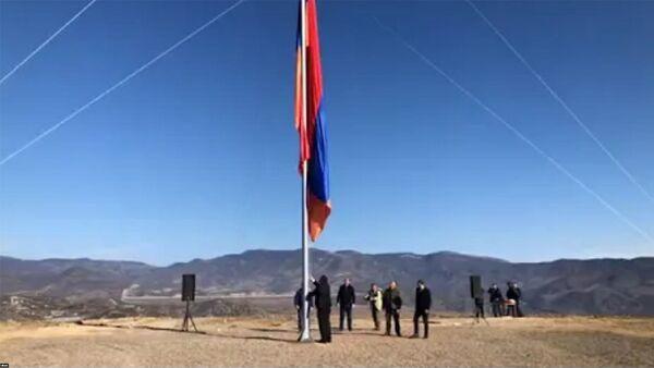 Ճակատեն գյուղ տանող ճանապարհի հարակից թմբի վրա տեղադրվեց հայկական եռագույնը - Sputnik Արմենիա