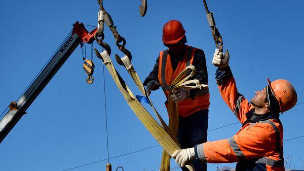 Рабочие во Владивостоке - Sputnik Армения