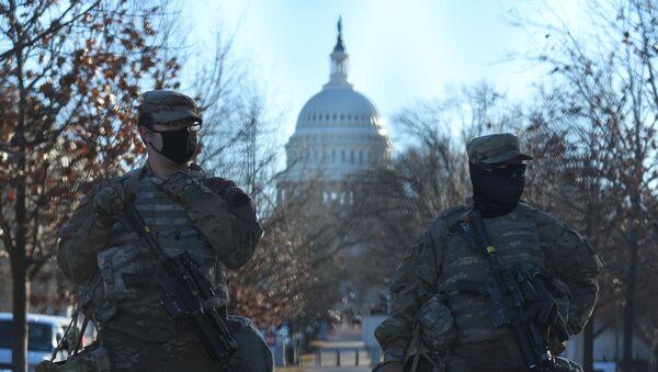 Сотрудники Национальной гвардии возле здания Капитолия в Вашингтоне - Sputnik Արմենիա