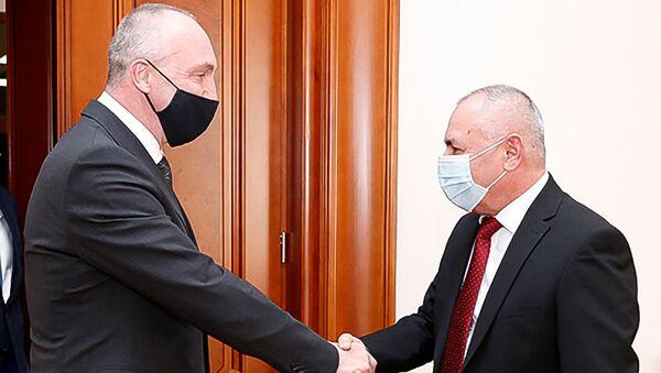Министр по чрезвычайным ситуациям Анраник Пилоян встретился с ЧП послом Беларуси Александром Конюком (22 января 2021). Еревaн - Sputnik Արմենիա