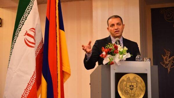 Министр экономики Ваан Керобян на встрече с представителями армянского бизнес-сообщества Ирана в клубе «Арарат» (22 января 2021). Тегеран - Sputnik Армения