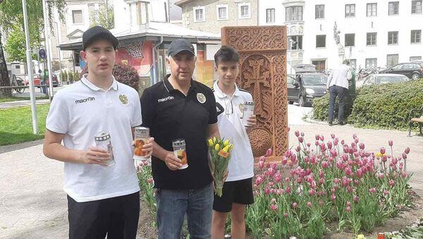 Ерванд Сукиасян с сыновьями Давидом (слева) и Ервандом - Sputnik Արմենիա