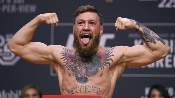 Конор МакГрегор позирует фотографам во время торжественного взвешивания до поединка по смешанным единоборствам UFC 229 (5 октября 2018). Лас-Вегас - Sputnik Армения