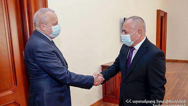 Министр по чрезвычайным ситуациям Армении Андраник Пилоян встретился с ЧП послом России Сергеем Копыркином (26 января 2021). Еревaн - Sputnik Արմենիա