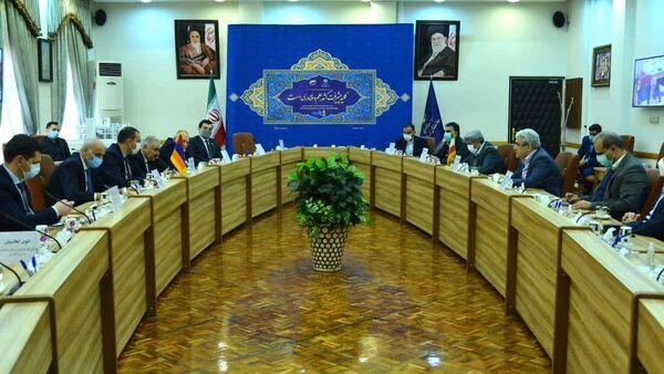 Делегация во главе с министром экономики Армении Вааном Керобяном провела ряд встреч с представителями правительства Ирана (27 января 2021). Тегеран - Sputnik Армения
