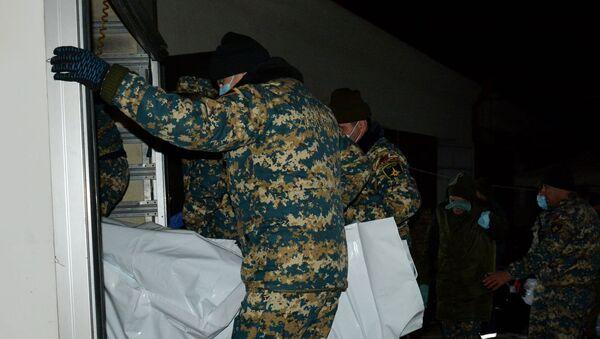 Сотрудники ГСЧСВД обнаружили три тела павших во время войны военнослужащих (27 января 2021). Карабах - Sputnik Արմենիա