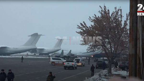 Борт с армянскими военнопленными приземлился в аэропорту Эребуни - Sputnik Արմենիա