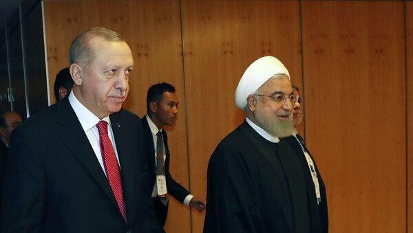 Президент Турции Реджеп Тайип Эрдоган с президентом Ирана Хасаном Рухани после встречи саммите в Куала-Лумпуре (19 декабря 2019). Малайзия - Sputnik Արմենիա