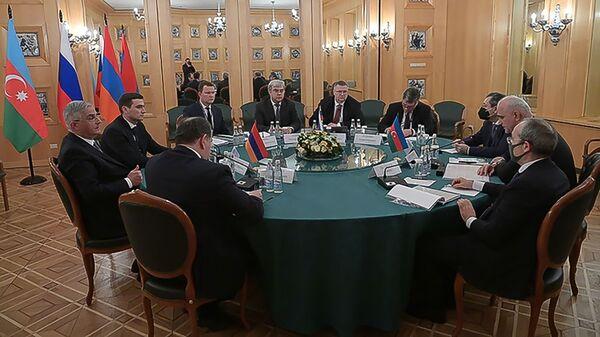 Заседание трёхсторонней Рабочей группы под совместным председательством вице-премьеров Армении, Азербайджана и России (30 января 2021). Москвa - Sputnik Армения