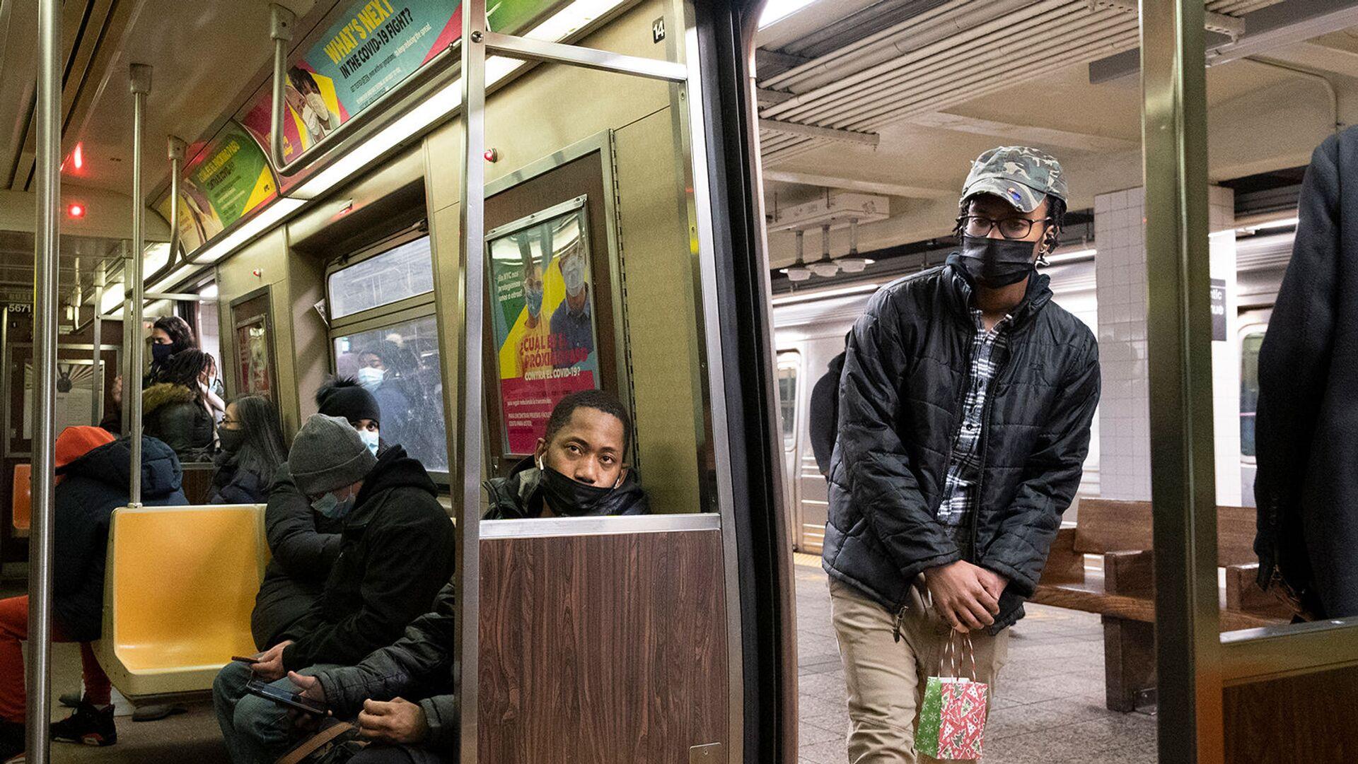 Пассажиры в масках в Бруклине - Sputnik Армения, 1920, 24.09.2021
