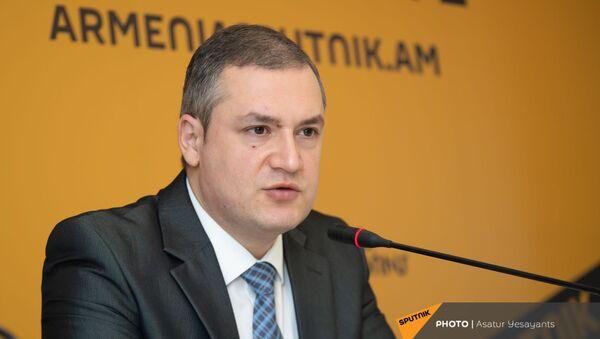 Тигран Уриханян на пресс-конференции в мультимедийном пресс-центре Sputnik Армения  (1 февраля 2021). Еревaн - Sputnik Արմենիա