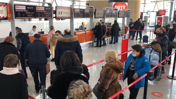 Граждане Армении  после долгого запрета вылетают в Россию - Sputnik Армения