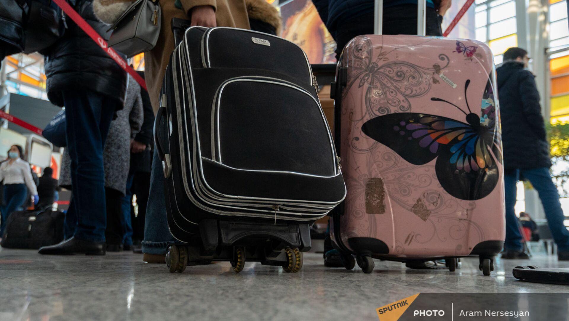 Пассажиры рейса Ереван-Москва в зале вылета аэропорта Звартноц (1 февраля 2021). Еревaн - Sputnik Армения, 1920, 26.07.2021