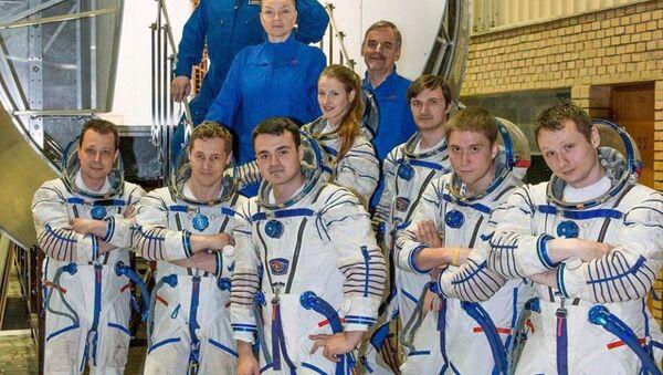 Космонавт Арутюн Кивирян (на первом плане в центре) - Sputnik Արմենիա