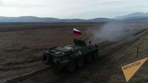 Отработка стрельбы из БТР российскими миротворцами в Карабахе - Sputnik Արմենիա