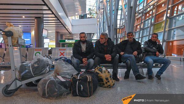 Ситуация в аэропорту Звартноц с депортированными из России гражданами (3 февраля 2021). Еревaн - Sputnik Արմենիա
