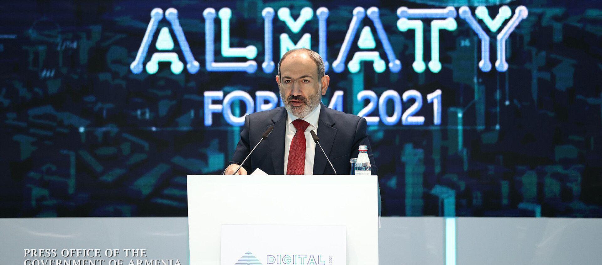 Премьер-министр Никол Пашинян во время выступления на выставке цифровых проектов форума Digital Almaty 2021 (5 февраля 2021). Алматы - Sputnik Արմենիա, 1920, 05.02.2021