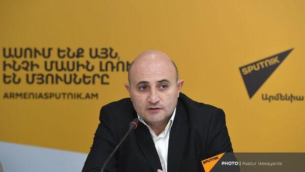 Мехак Апресян на пресс-конференции бывших председателей Госкомитета по туризму в мультимедийном пресс-центре Sputnik Армения (5 февраля 2021). Еревaн - Sputnik Արմենիա
