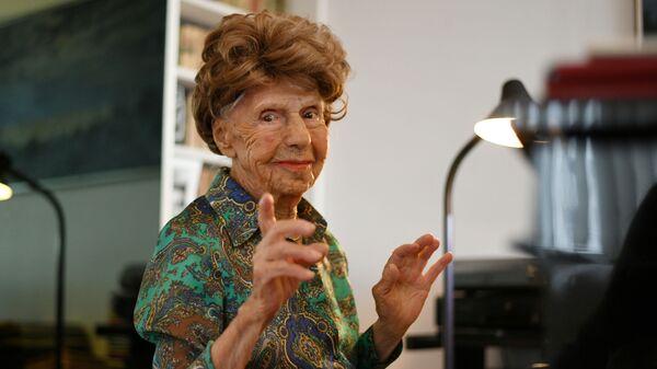 106-летняя французская пианистка Колетт Мазе играет на пианино в своем доме в Париже, Франция - Sputnik Արմենիա