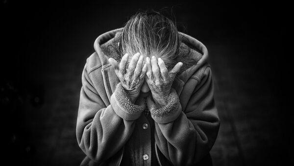 Плачущая пожилая женщина - Sputnik Армения