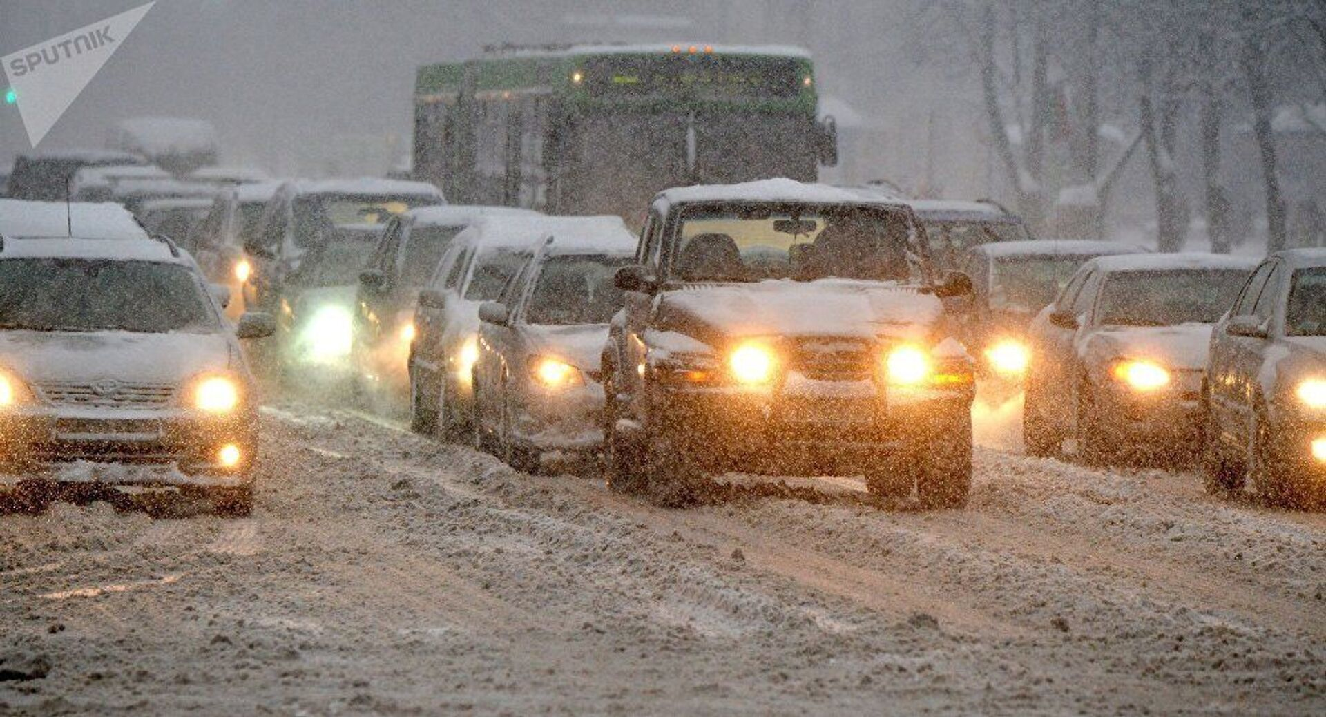 Александр Лукашенко: это не зима началась, а люди неожиданно стали жаловаться - Sputnik Армения, 1920, 09.02.2021