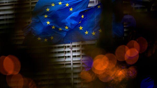 Флаги Европейского союза перед штаб-квартирой ЕС в Брюсселе - Sputnik Армения