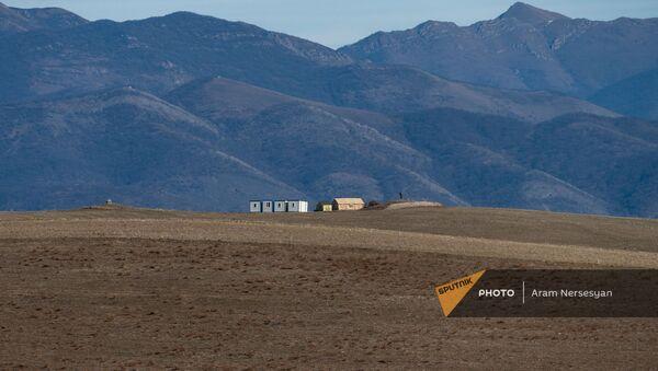 Вид на азербайджанский пост из села Неркин Хндзореск, Сюник - Sputnik Արմենիա