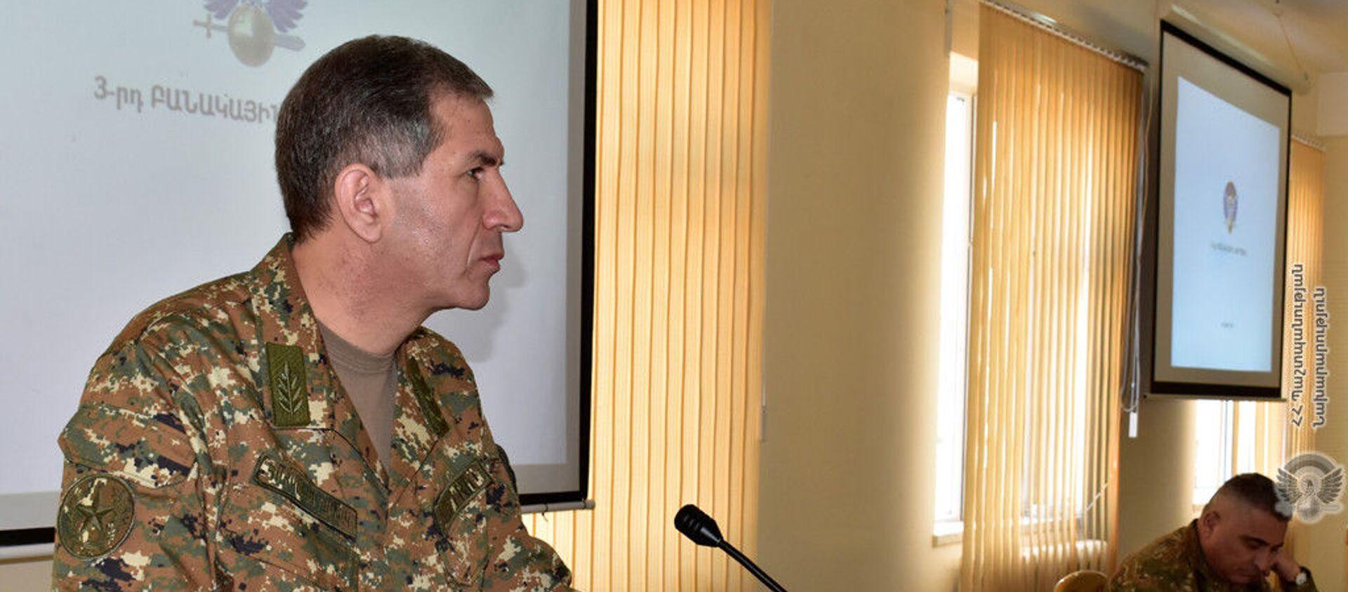 Начальник Генерального штаба ВС РА генерал-полковник Оник Гаспарян посетил с рабочим визитом 3-ю воинскую часть (9 февраля 2021). - Sputnik Армения, 1920, 25.02.2021