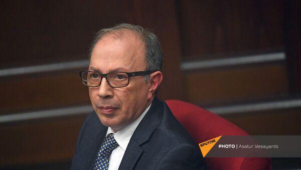 Министр иностранных дел Армении Ара Айвазян на заседании в Парламенте (10 февраля 2021). Еревaн - Sputnik Արմենիա