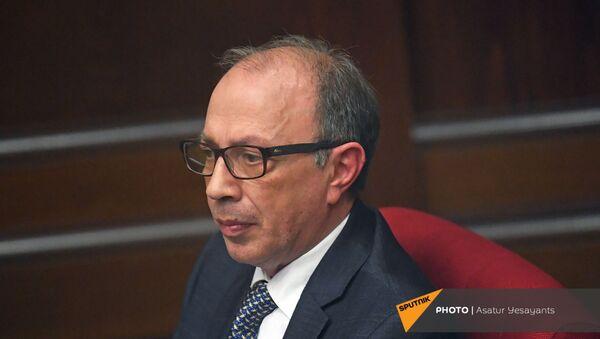 Министр иностранных дел Армении Ара Айвазян на заседании в Парламенте (10 февраля 2021). Еревaн - Sputnik Армения