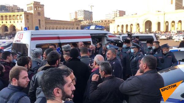Родственники пропавших без вести военнослужащих на площади Республики (11 февраля 2021). Еревaн - Sputnik Армения