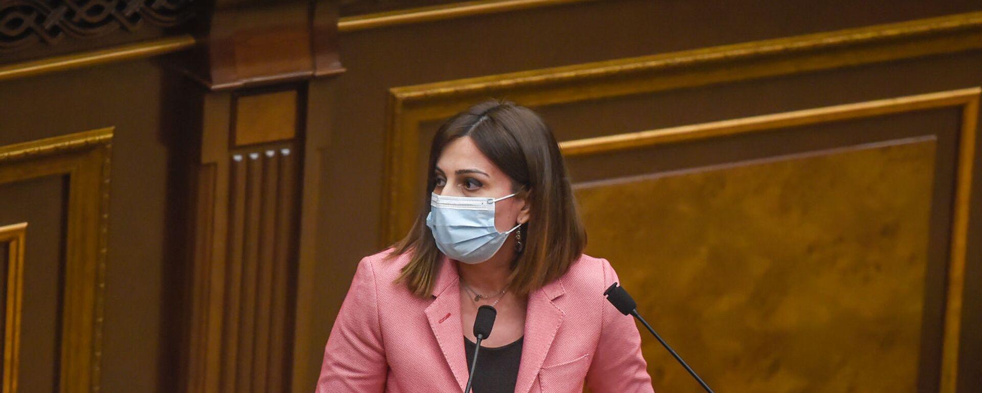 Министр здравоохранения Анаит Аванесян на заседании в Парламенте (10 февраля 2021). Еревaн - Sputnik Армения, 1920, 23.09.2021