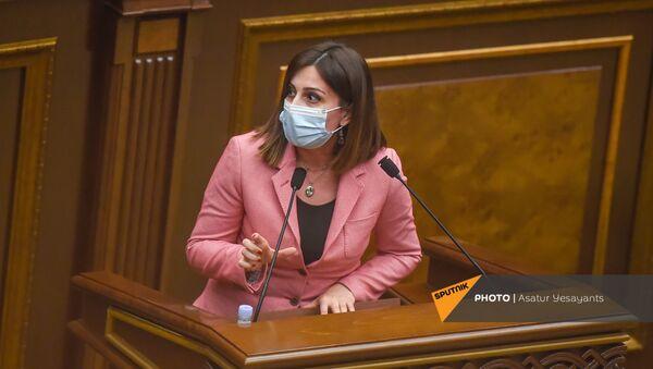Министр здравоохранения Анаит Аванесян на заседании в Парламенте (10 февраля 2021). Еревaн - Sputnik Армения