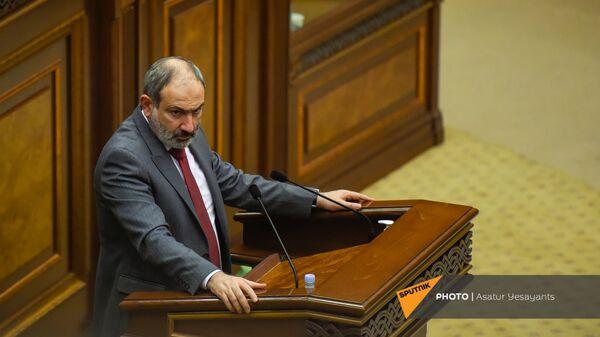 Премьер-министр Никол Пашинян на заседании в Парламенте (10 февраля 2021). Еревaн - Sputnik Արմենիա