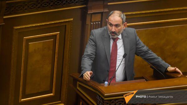 Премьер-министр Никол Пашинян на заседании в Парламенте (10 февраля 2021). Еревaн - Sputnik Армения