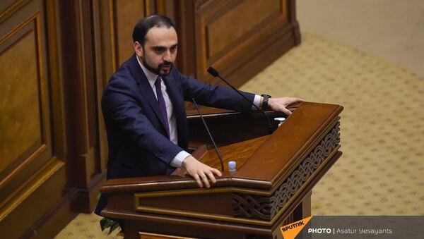 Вице-премьер Тигран Авинян на заседании в Парламенте (10 февраля 2021). Еревaн - Sputnik Արմենիա