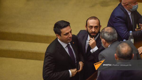 Ален Симонян и Арарат Мирзоян на заседании в Парламенте (10 февраля 2021). Еревaн - Sputnik Արմենիա