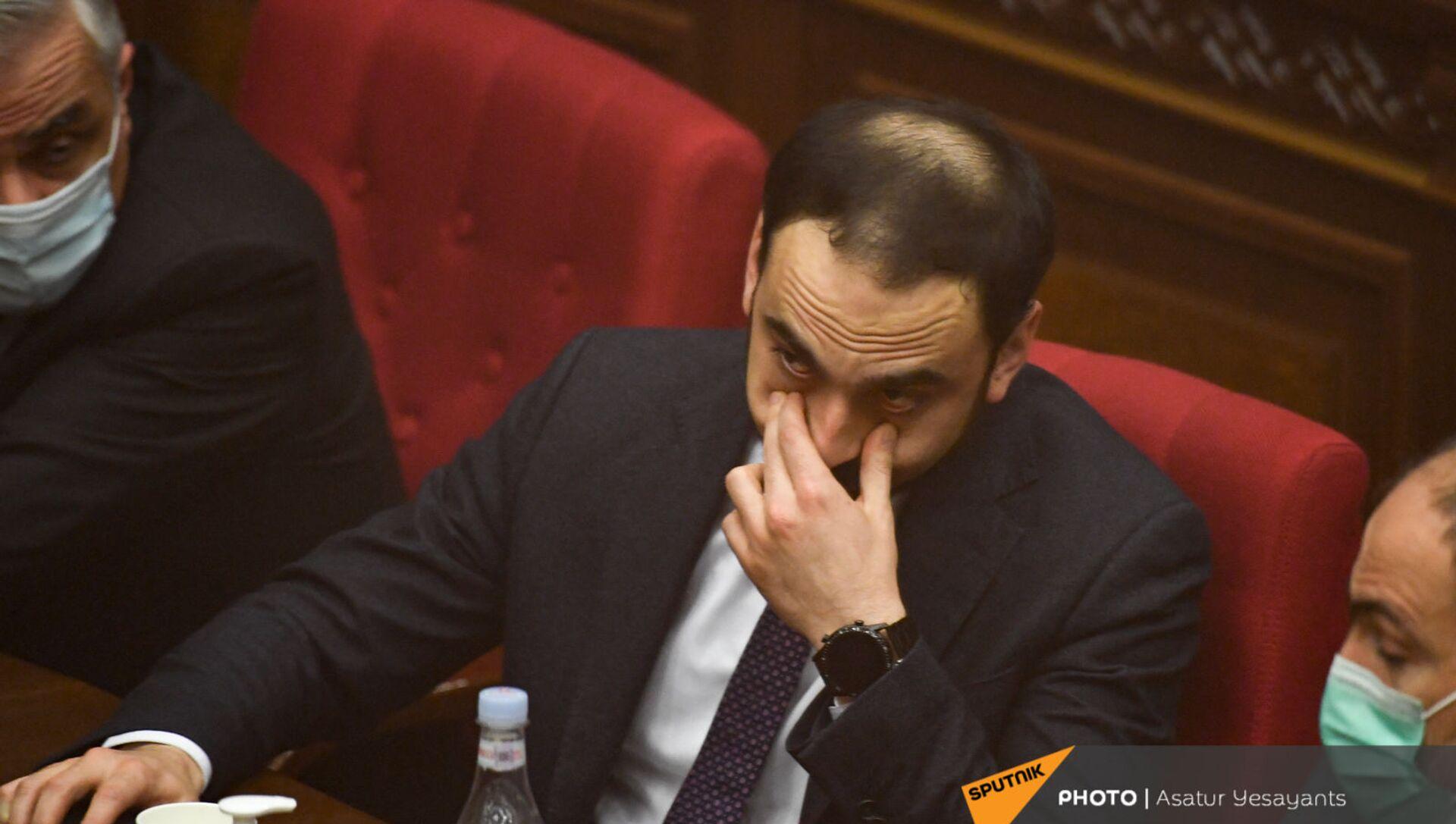 Вице-премьер Тигран Авинян на заседании в Парламенте (10 февраля 2021). Еревaн - Sputnik Армения, 1920, 03.08.2021