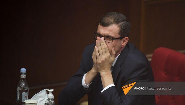 Министр труда и социальных вопросов Месроп Аракелян на заседании в Парламенте (10 февраля 2021). Еревaн - Sputnik Армения