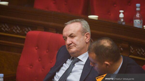 Министры ОНКС и экономики Ваграм Думанян и Ваан Керобян на заседании в Парламенте (10 февраля 2021). Еревaн - Sputnik Армения