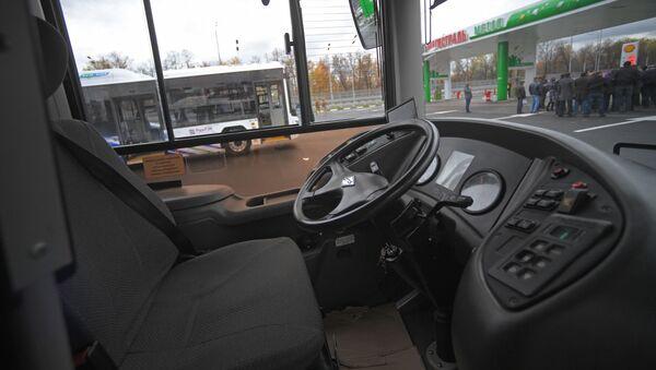 Рабочее место водителя в городском низкопольном автобусе среднего класса LOTOS  - Sputnik Армения