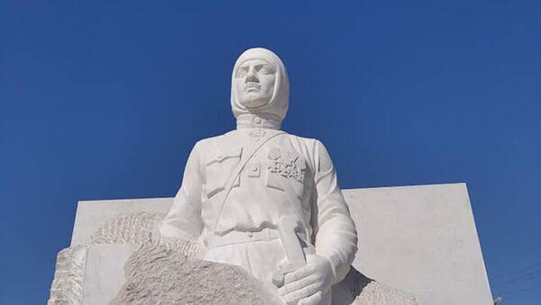 Памятник Гарегину Нжде в Мартуни - Sputnik Армения
