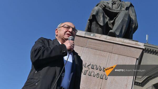 Вазген Манукян выступает на митинге оппозиции (12 февраля 2021). Еревaн - Sputnik Армения