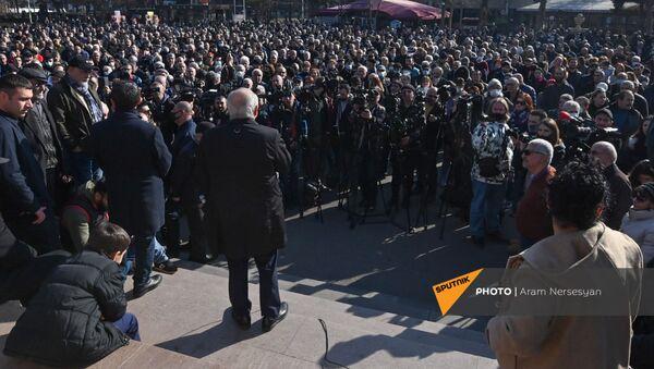 Вазген Манукян выступает на митинге оппозиции (12 февраля 2021). Еревaн - Sputnik Արմենիա