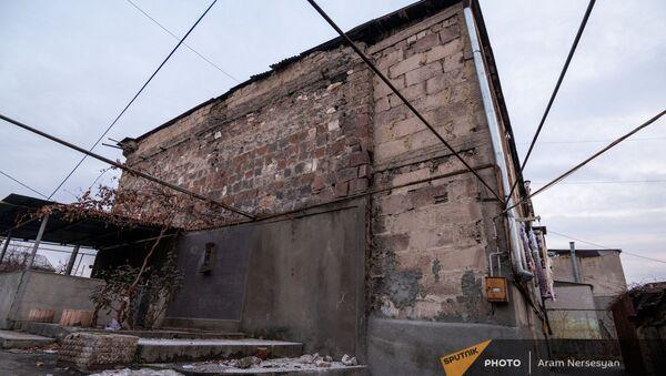Последствия землетрясения по адресу Смбата Зоравара 40 (13 февраля 2021). Еревaн - Sputnik Արմենիա