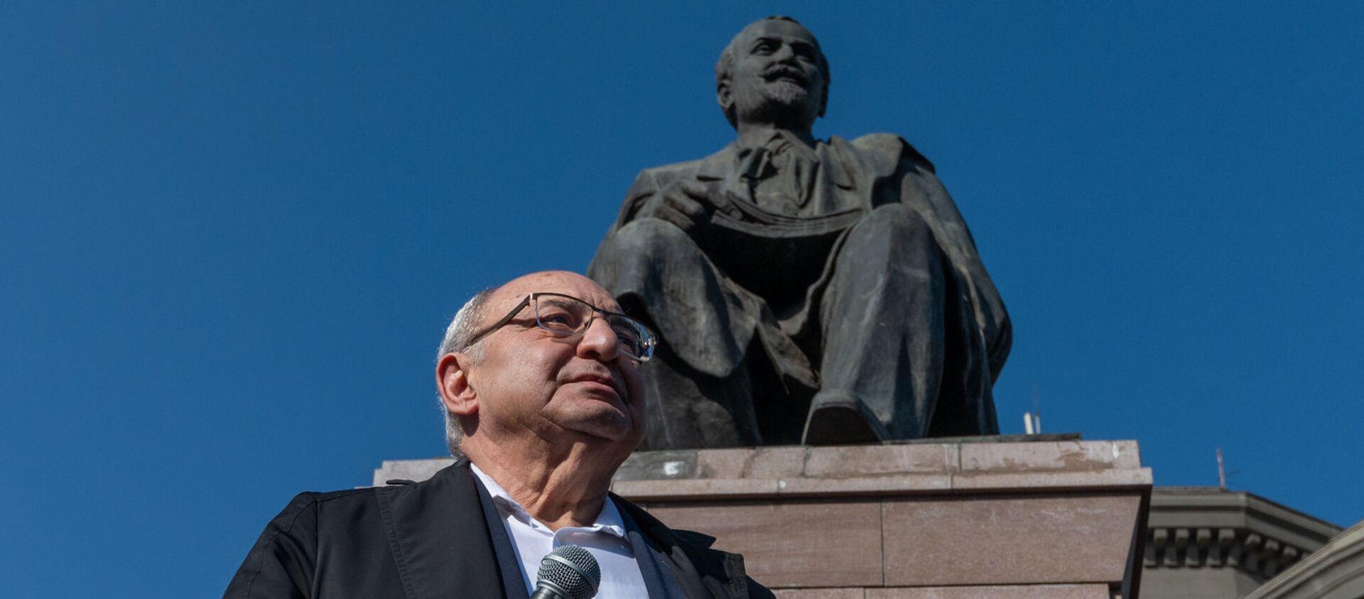 Вазген Манукян на митинге оппозиции (12 февраля 2021). Еревaн - Sputnik Արմենիա, 1920, 12.02.2021