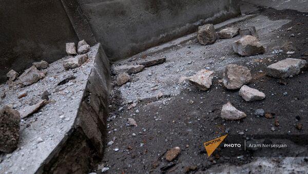 Последствия землетрясения по адресу Смбата Зоравара 40 (13 февраля 2021). Еревaн - Sputnik Армения