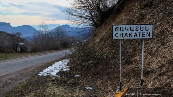 Дорожный знак у въезда в село Чакатен, Сюник - Sputnik Армения
