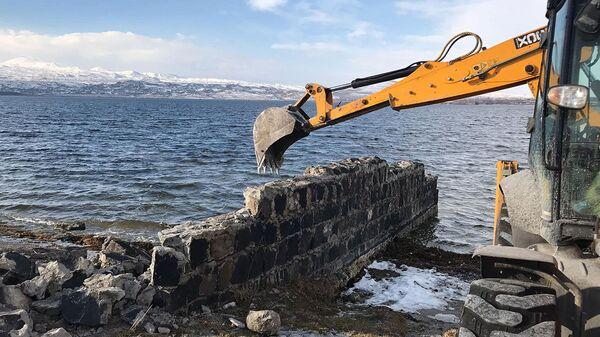 Демонтаж незаконных строений у Национального парка Севан (февраль 2021). Гегаркуник - Sputnik Армения