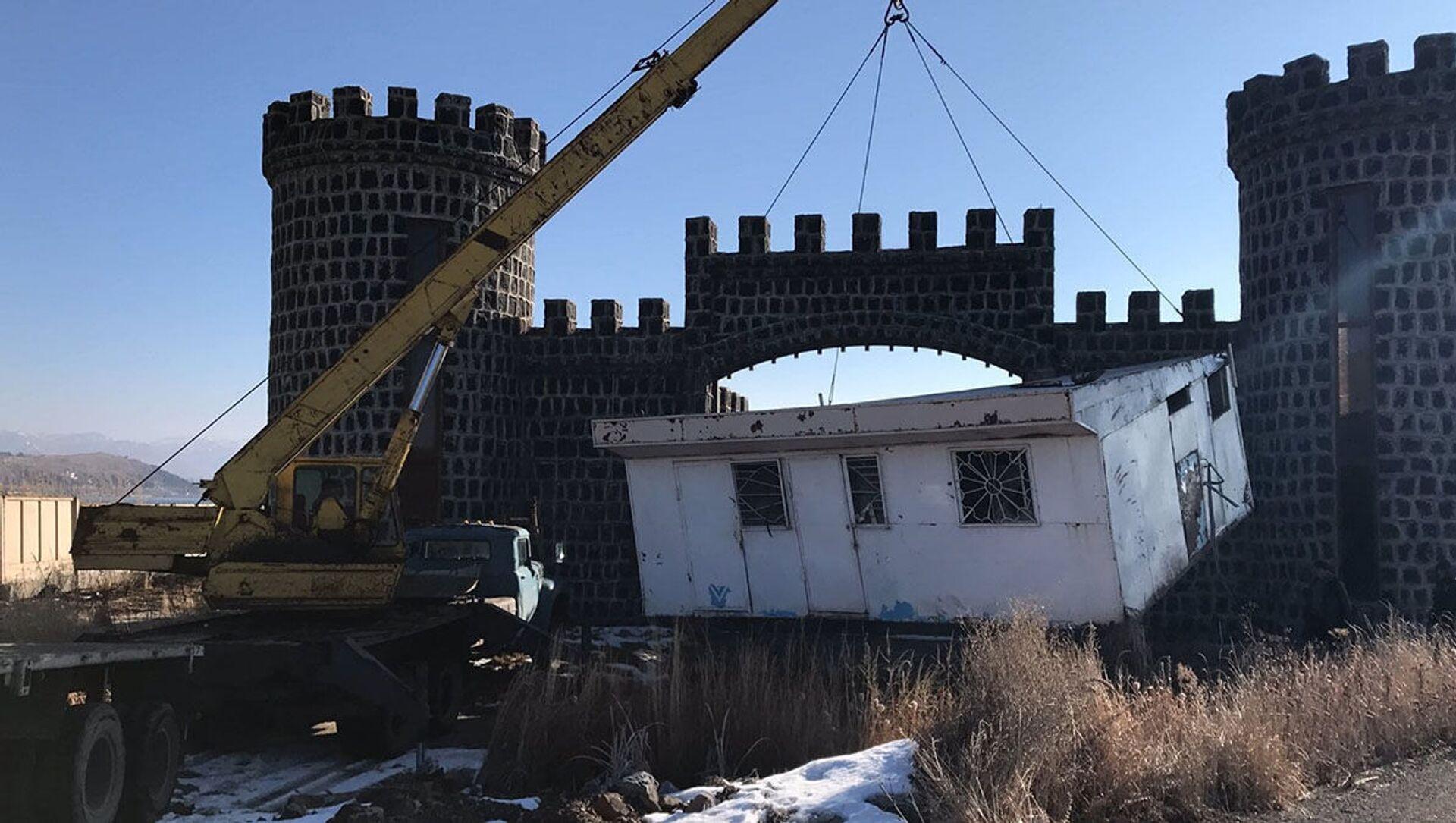 Демонтаж незаконных строений у Национального парка Севан (февраль 2021). Гегаркуник - Sputnik Армения, 1920, 19.02.2021